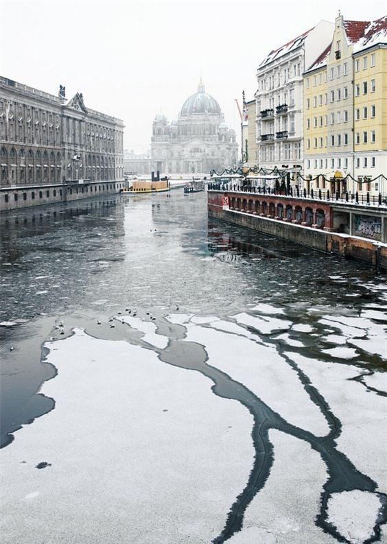 Ngất ngây với những hình ảnh tuyết rơi đẹp lung linh trên khắp thế giới - Ảnh 19.