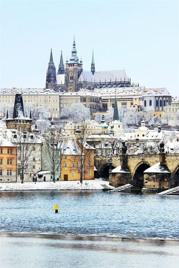Ngất ngây với những hình ảnh tuyết rơi đẹp lung linh trên khắp thế giới - Ảnh 35.