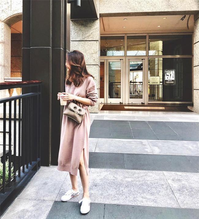 Váy len đúng là món đồ dễ mặc nhất, và bạn nhất định phải sắm 1 chiếc cho đông này - Ảnh 4.