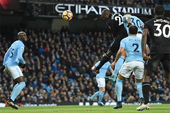 Man City chay da cho derby bang tran thang thu 13 lien tiep hinh anh 1