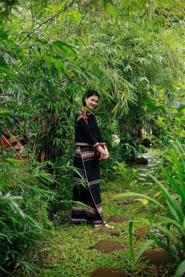 Hoa khôi bóng chuyền Kim Huệ hóa sơn nữ xinh đẹp giữa núi rừng Tây Nguyên - Ảnh 1.