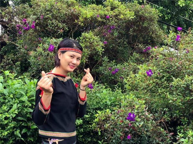 Hoa khôi bóng chuyền Kim Huệ hóa sơn nữ xinh đẹp giữa núi rừng Tây Nguyên - Ảnh 7.