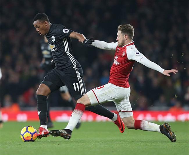 MU rối bời: Martial chửi Mourinho, Pogba nguy cơ bị phạt nặng - 1