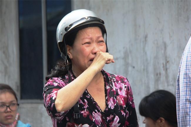 Vụ hỏa hoạn làm 3 mẹ con chết cháy: Người thân ngã quỵ, bật khóc nức nở tại hiện trường - Ảnh 4.