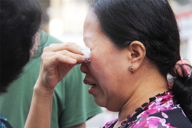 Vụ hỏa hoạn làm 3 mẹ con chết cháy: Người thân ngã quỵ, bật khóc nức nở tại hiện trường - Ảnh 6.
