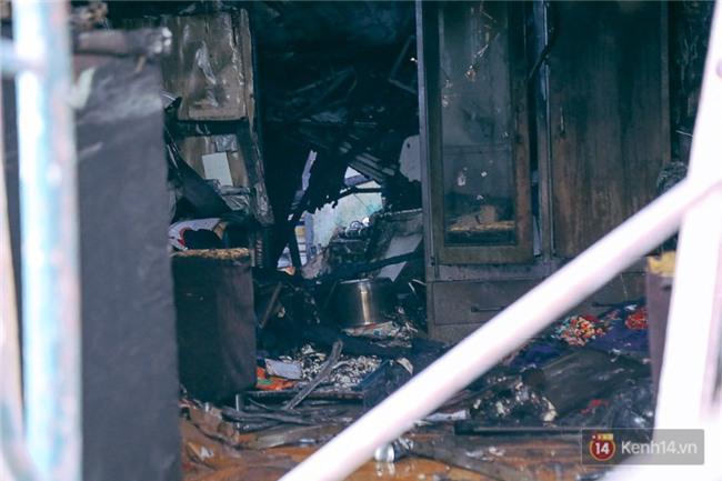 Cận cảnh hiện trường vụ cháy kinh hoàng ở Sài Gòn: Cảnh sát PCCC buồn đau vì không cứu được 3 mẹ con - Ảnh 17.