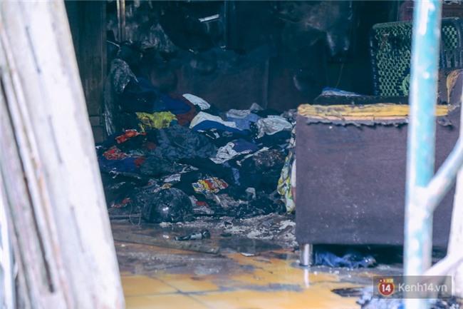 Cận cảnh hiện trường vụ cháy kinh hoàng ở Sài Gòn: Cảnh sát PCCC buồn đau vì không cứu được 3 mẹ con - Ảnh 18.