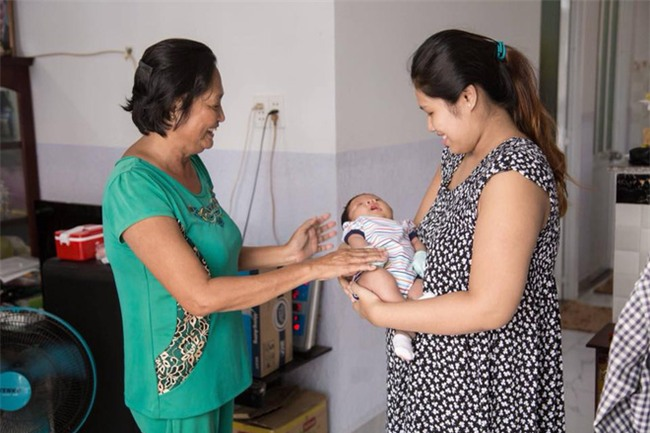 Bà mẹ tăng đến 100kg khi mang bầu,  sau khi sinh lột xác còn xinh hơn thời con gái - Ảnh 2.