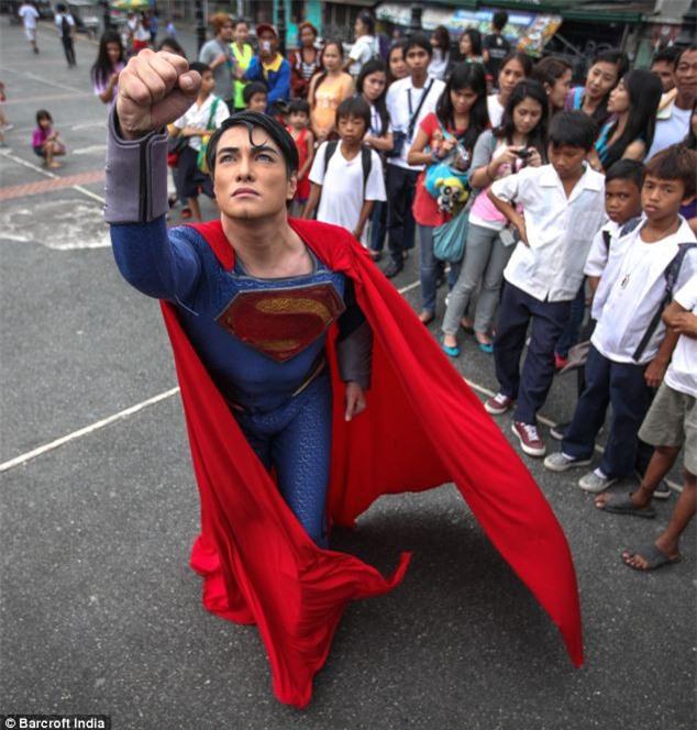Chàng trai người Philippines vung tiền thẩm mỹ để giống hệt Superman, chỉ thiếu mỗi nước học bay - Ảnh 2.