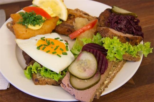 10 loại sandwich đơn giản nhưng ăn là nghiện trên thế giới - Ảnh 1.