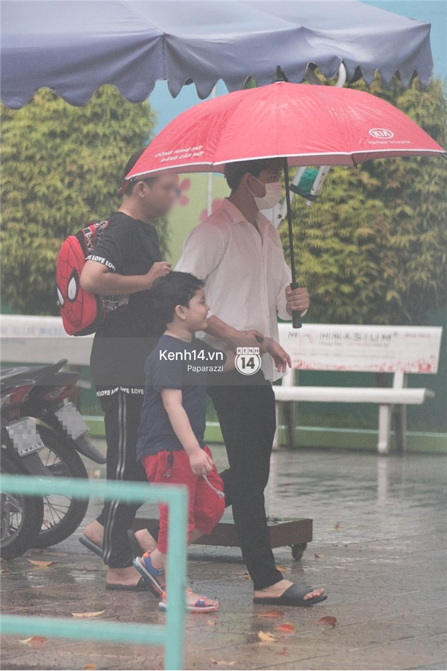 Độc quyền: Im lặng giữa tâm bão scandal, Trương Quỳnh Anh ở nhà chờ Tim đón con trai đi học về - Ảnh 2.
