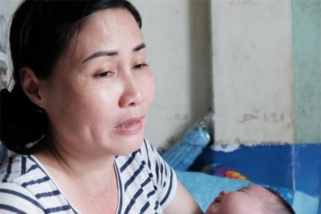 Người phụ nữ cưu mang bé trai bị bỏ rơi suốt 3 tháng trời có nguy cơ không được nhận con nuôi - Ảnh 1.