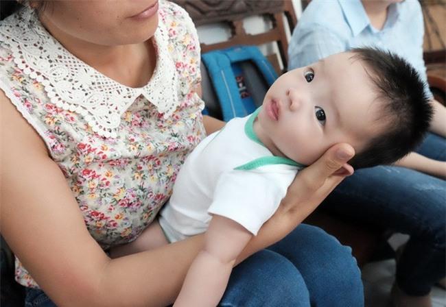 Người phụ nữ cưu mang bé trai bị bỏ rơi suốt 3 tháng trời có nguy cơ không được nhận con nuôi - Ảnh 8.