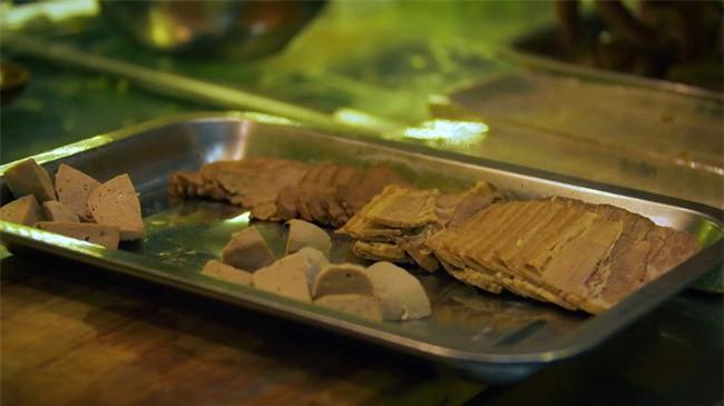 2 món phở đang khiến cộng đồng ẩm thực Sài Gòn sôi sục: Tô ngập thịt bò giá 2,3 triệu, tô sang chảnh với nguyên chú tôm hùm - Ảnh 3.