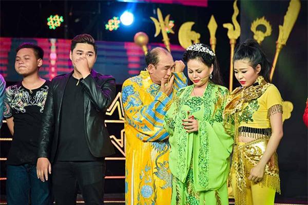 Con gai Le Giang thuong cha, nghe si xot xa cuoc song cua Duy Phuong hinh anh 3