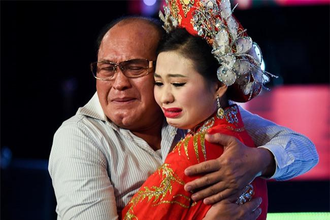Con gai Le Giang thuong cha, nghe si xot xa cuoc song cua Duy Phuong hinh anh 5