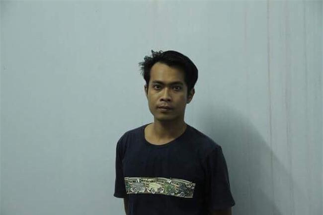 Ghen tuông, chồng chặn đường đâm chết vợ trước mặt 2 con trai ở Sài Gòn - Ảnh 1.