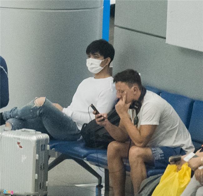 Giua bao scandal, Tim bit khau trang kin mit sang Han Quoc hinh anh 8
