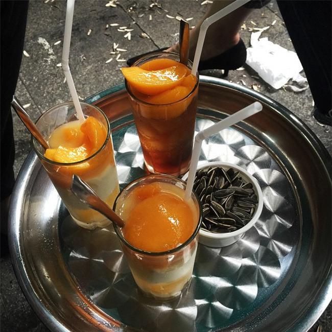 """Chỉ là sữa chua thôi mà ở Hà Nội có đến """"1.000"""" cách ăn hấp dẫn - Ảnh 12."""