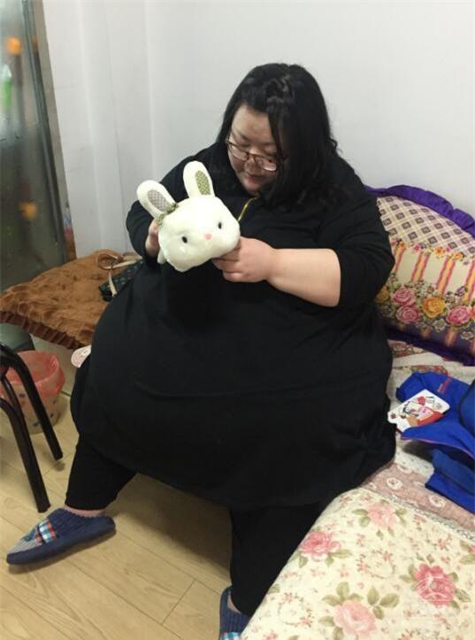 Hành trình cay đắng của người phụ nữ béo nhất Trung Quốc: Từng nặng 244 kg vừa giảm xuống 95kg - Ảnh 2.