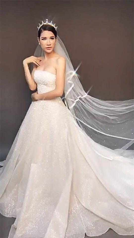 Nữ người mẫu tươi rói trong lúc chụp ảnh cưới. - Tin sao Viet - Tin tuc sao Viet - Scandal sao Viet - Tin tuc cua Sao - Tin cua Sao