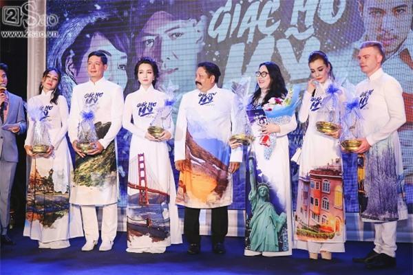 Giữa tâm bão ngoại tình, Bình Minh vẫn vui vẻ đi ra mắt phim mới-10