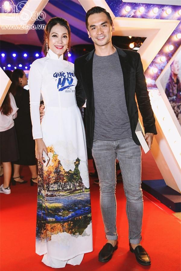 Giữa tâm bão ngoại tình, Bình Minh vẫn vui vẻ đi ra mắt phim mới-9