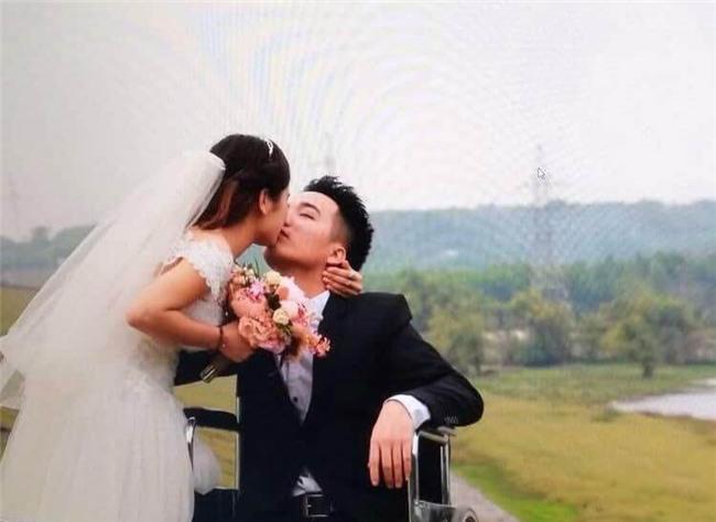 """4 chuyen tinh """"co tich ngoai doi thuc"""" khien ca nghin nguoi xuc dong nhat nam 2017 - 14"""