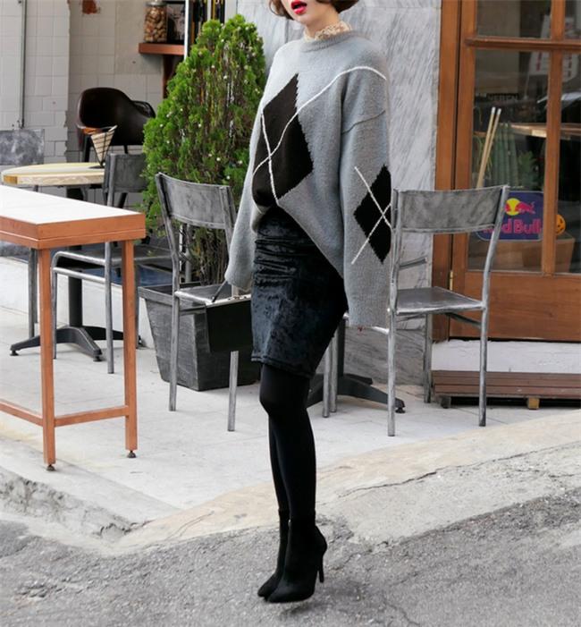 Áo len + chân váy: kết hợp thế nào để vừa ấm áp vừa gợi cảm, nữ tính trong đông này - Ảnh 9.