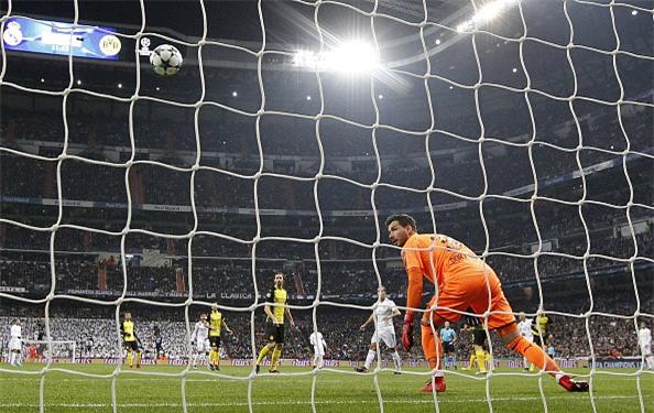 Lap sieu pham ha Dortmund, Ronaldo di vao lich su cup chau Au hinh anh 5