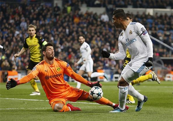 Lap sieu pham ha Dortmund, Ronaldo di vao lich su cup chau Au hinh anh 7