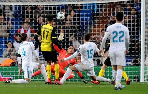 Lap sieu pham ha Dortmund, Ronaldo di vao lich su cup chau Au hinh anh 9