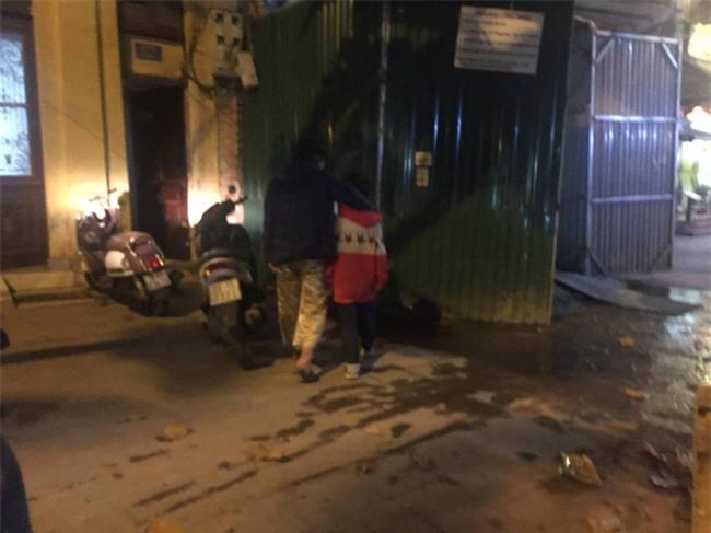 Hành trình chạy trốn khỏi ngục tù của bé trai 10 tuổi nghi bị bố và mẹ kế bạo hành ở Hà Nội - Ảnh 6.