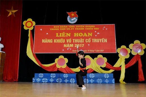 "me be ""doanh nhan nhi bong che buoi"" tuyen quang: ""toi hoc cach day con tu me do nhat nam"" - 8"