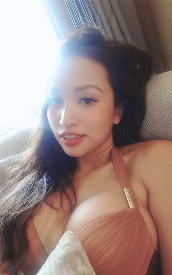 Ai rồi cũng khác, giống như Vân Hugo từ hot girl đời đầu chớp mắt đã biến thành quý bà ngực khủng - Ảnh 1.