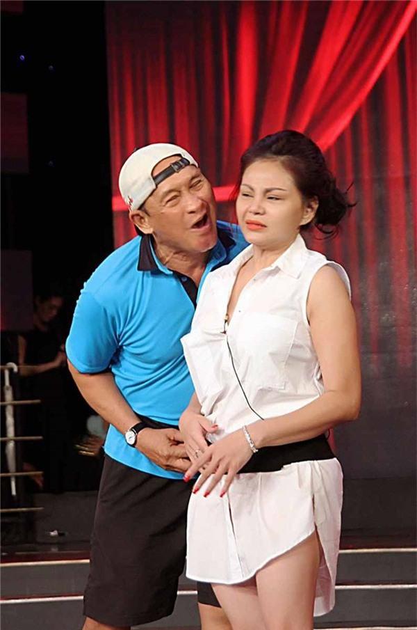 Chân dung bà vợ cả của Duy Phương: Ngậm ngùi chấp nhận kiếp chồng chung với Lê Giang vì không sinh được con - Ảnh 1.