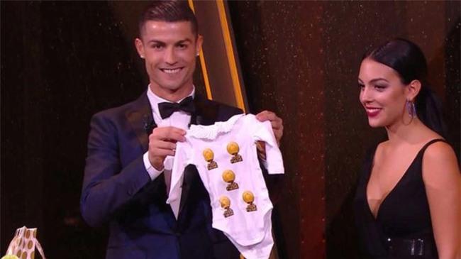 Con gái Ronaldo và Georgina được tặng món quà nhỏ siêu dễ thương - Ảnh 3.