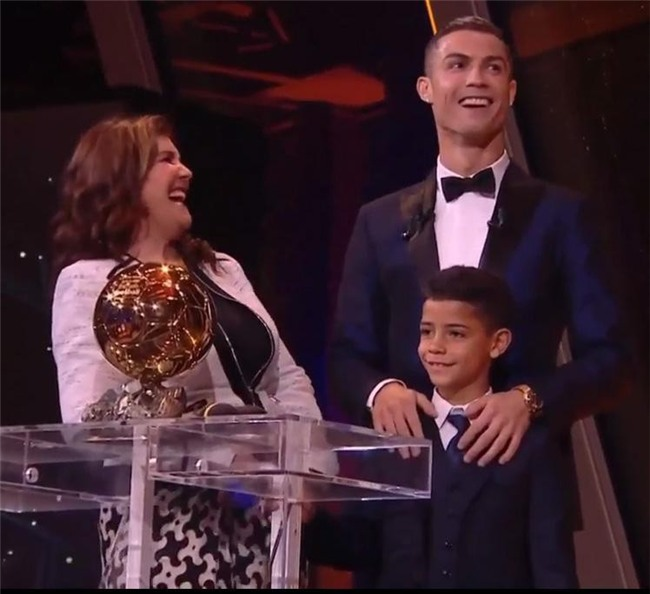 Con gái Ronaldo và Georgina được tặng món quà nhỏ siêu dễ thương - Ảnh 4.