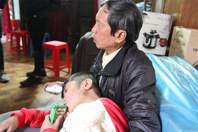 nhung vet thuong tren co the be trai 10 tuoi bi bao hanh ai nhin thay cung xot xa - 13