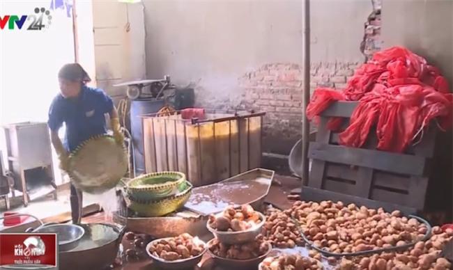 Rợn người công nghệ sản xuất hành phi bẩn từ khoai tây mọc mầm, hành tây thối - Ảnh 4.