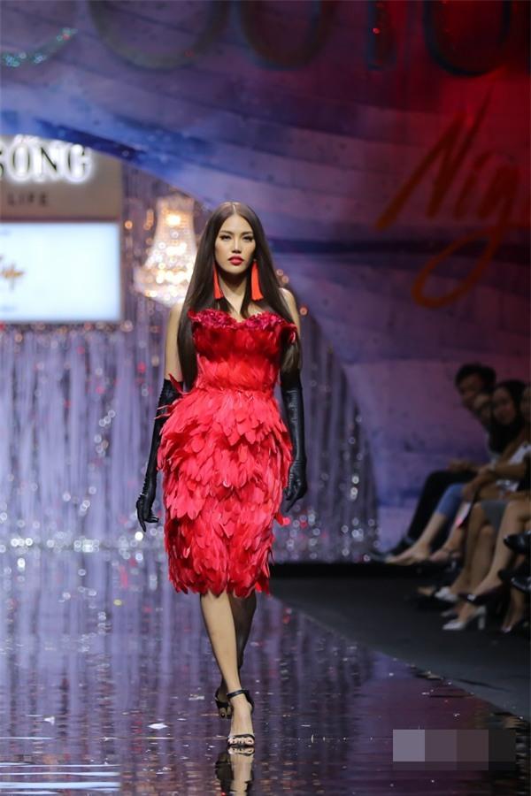 Bất chấp Phạm Hương cá tính nổi bật, Angela Phương Trinh vẫn chiếm spotlight thảm đỏ tuần này-5