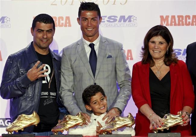 Ronaldo đã cứu vớt cuộc đời anh trai nghiện rượu và ma túy như thế nào? - Ảnh 1.