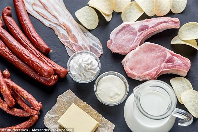 Không phải ăn nhiều chất béo mà đây mới là chế độ ăn thực sự ảnh hưởng nghiêm trọng đến sức khỏe - Ảnh 2.