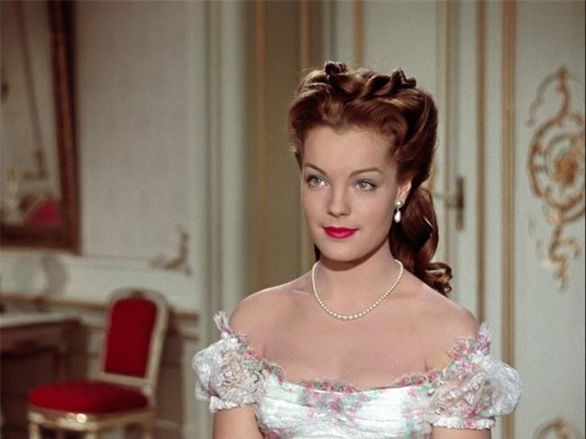 Nữ hoàng xinh đẹp nhất thế giới và chuyện làm đẹp ly kỳ: Đắp mặt bằng thịt tươi, gội đầu bằng rượu, tập thể dục 10 tiếng mỗi ngày - Ảnh 7.