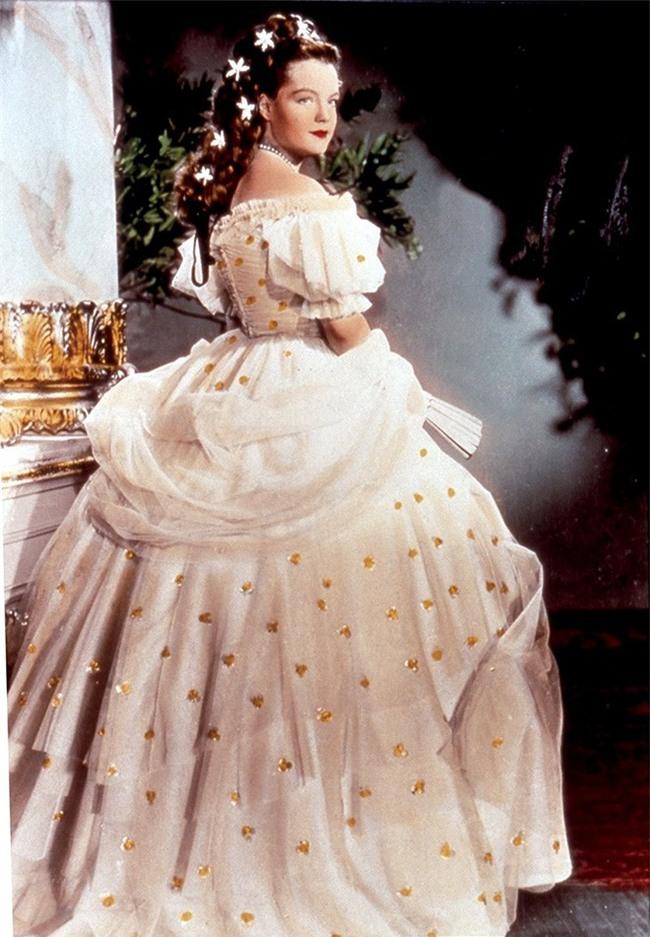 Nữ hoàng xinh đẹp nhất thế giới và chuyện làm đẹp ly kỳ: Đắp mặt bằng thịt tươi, gội đầu bằng rượu, tập thể dục 10 tiếng mỗi ngày - Ảnh 8.