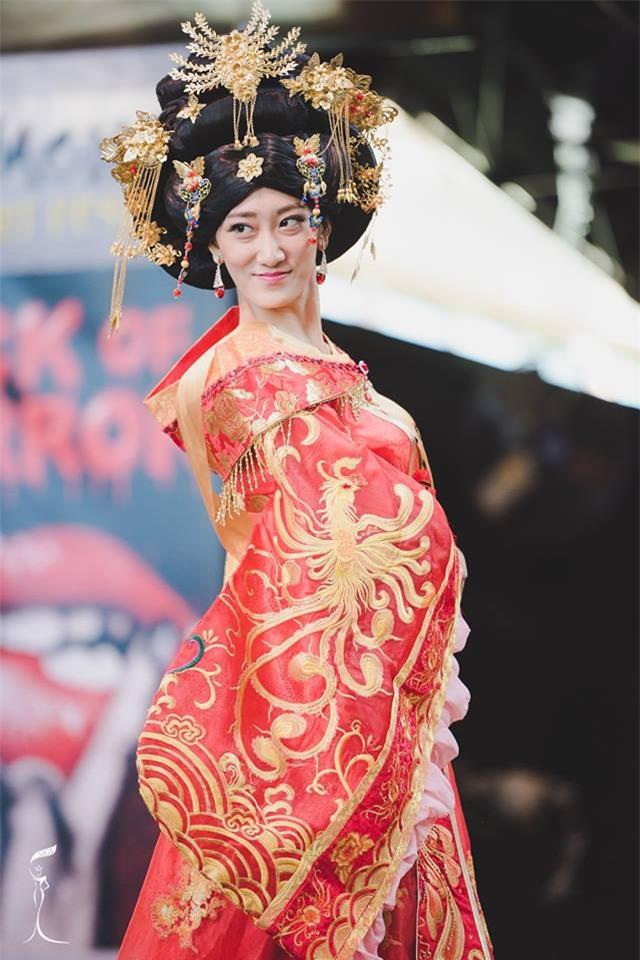 Những hoa hậu Trung Quốc bị chê giống đàn ông mặc váy trên đấu trường quốc tế-5