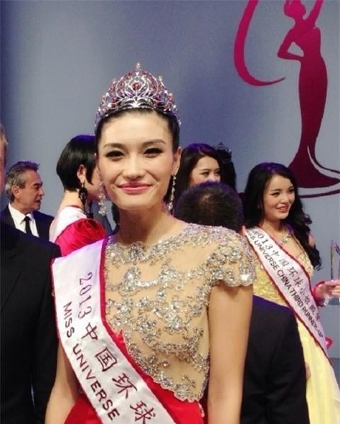 Những hoa hậu Trung Quốc bị chê giống đàn ông mặc váy trên đấu trường quốc tế-7