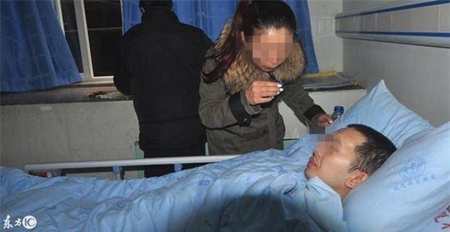 Thanh niên Trung Quốc bị liệt vì chơi game trên điện thoại 2 ngày ròng - Ảnh 1.