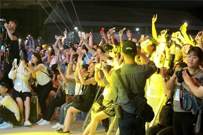 Mỹ Tâm khiến hàng ngàn fan phát cuồng khi thể hiện điệu nhảy say rượu trứ danh-2