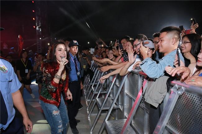 Mỹ Tâm khiến hàng ngàn fan phát cuồng khi thể hiện điệu nhảy say rượu trứ danh-7